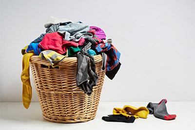Come vanno separati correttamente i panni prima di lavarli?